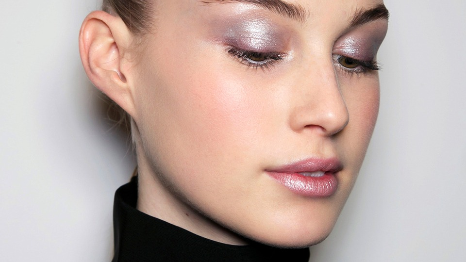 holographic-eye-makeup-latest-simple-easy-ideas-for-prom-night