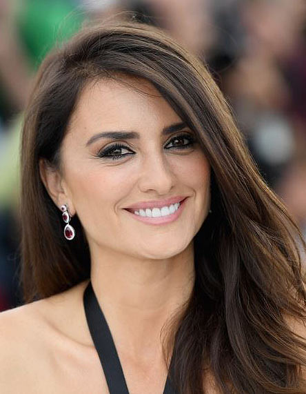 penelope-cruz-celebs-with-beautfiful-smile-actors