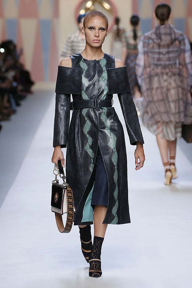 shoulder-cut-out-fendi-spring-summer-2018-ss18-rtw-collection-8-leather-coat