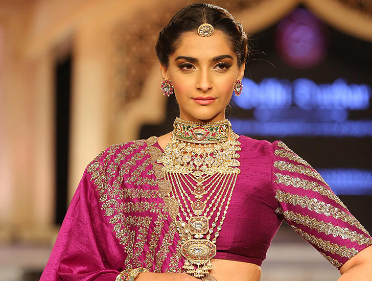 Sonam Kapoor Walks the Ramp sonam-kapoor-Birdhichand-Ghanshyamdas-delhi-durbar-show