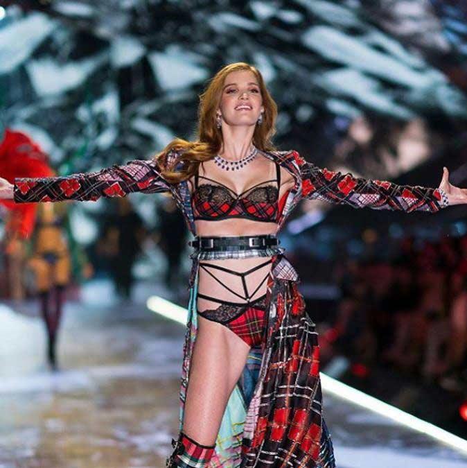 victoria-secret-online-tartan-lingerie-model-alexina-graham
