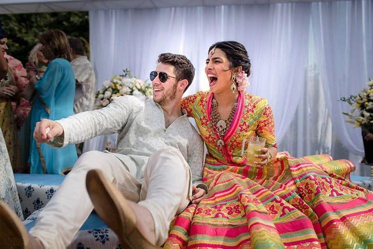 Priyanka-Chopra-nick-Jonas-mehendi-wedding-pics-bollywood-shadi-1