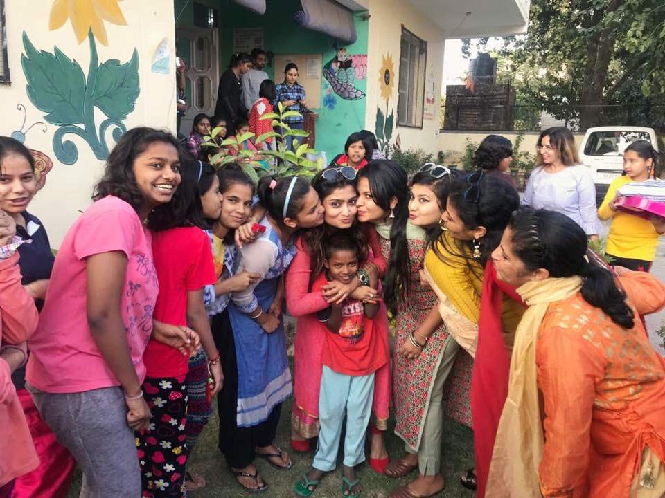 gunjan-volunteering-at-bal-sadan-ngo-in-india-for-children