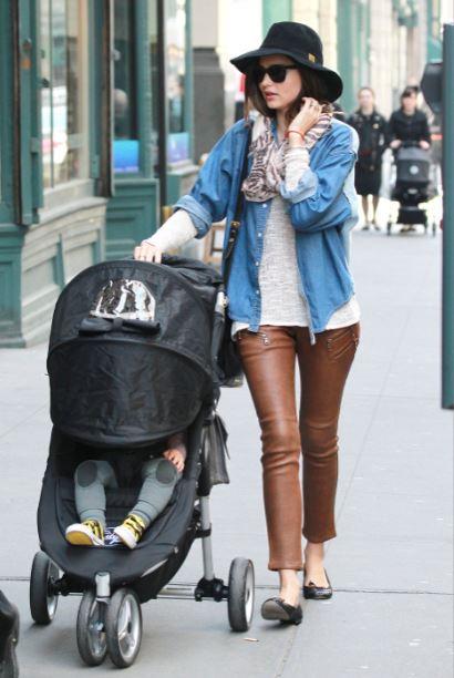 fedora hat - leather pants - t shirt - ballet flats - miranda kerr