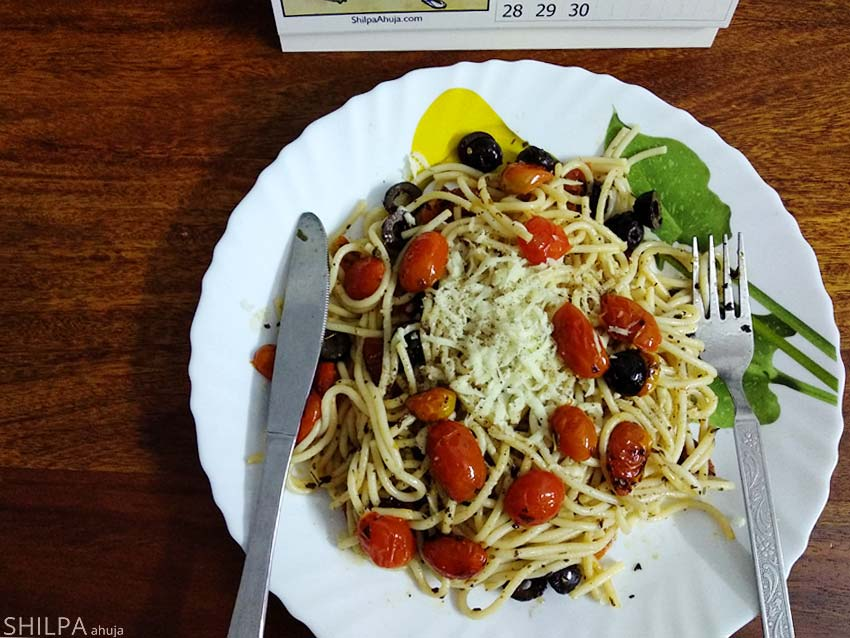 foods-for-pms-cravings-comfort-soul-food-pasta-cherry-tomato-olive
