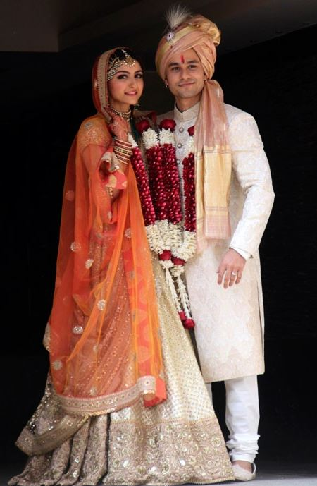 iconic wedding dresses indian bollywood actresses soha ali khan