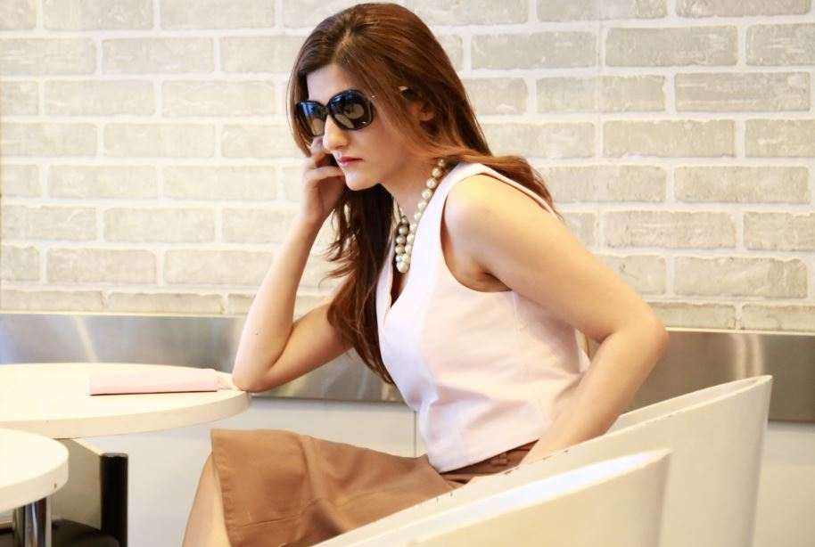 shilpa ahuja neutral-shades-colors-all-neutral-wardrobe-minimalist-fashion