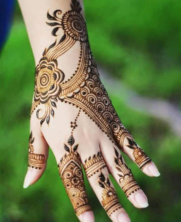 Latest Mehendi Designs Beautiful Trends for Girls (25)