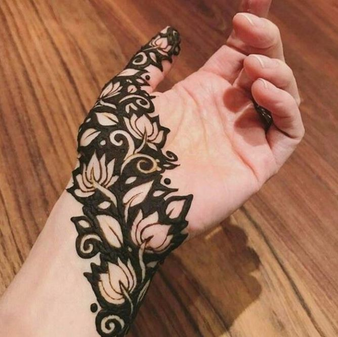 Latest Mehendi Designs Beautiful Trends for Girls lotuses