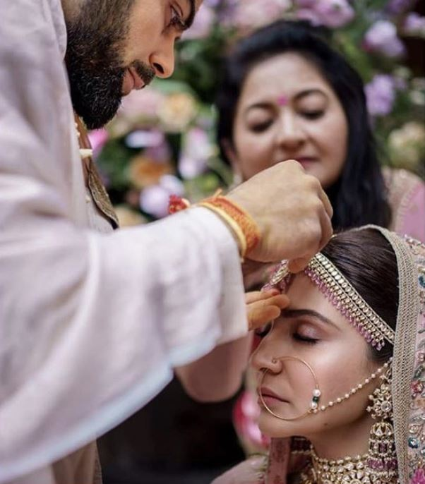 Sabyasachi Popular Indian Bridal Makeup Trends 2019 Wedding Ideas Anushka Sharma