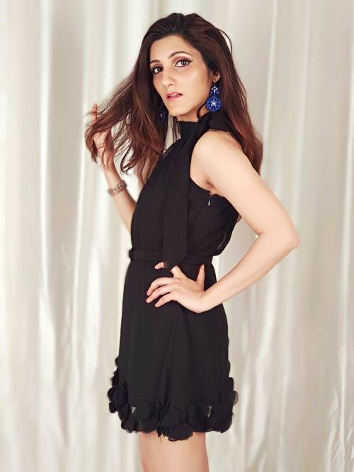 shilpa-ahuja-black-dress-outfit-ideas-how-to-wear-style-fashion