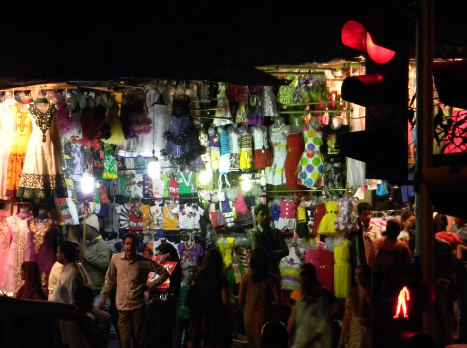 Unorganized apparel shops in Bandra, Mumbai