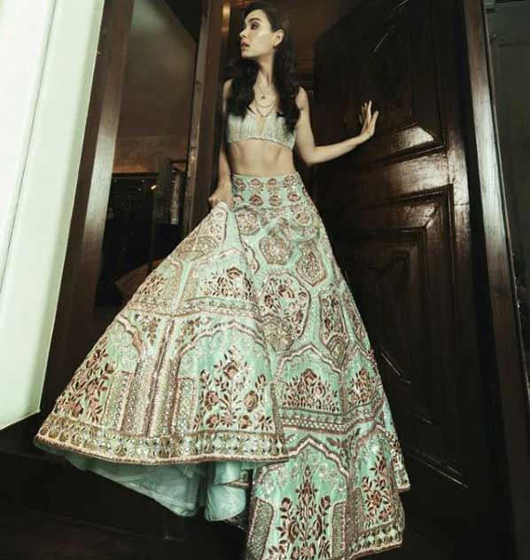 lehenga-choli-designs-2019-latest-manish-malhotra