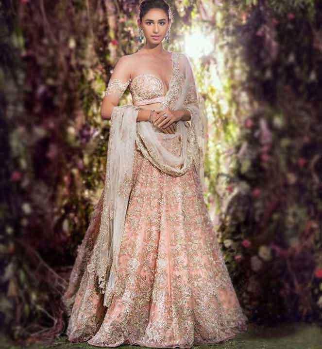 Latest-Designer-Lehenga-Trends-2019-Shyamal-Bhumika-4