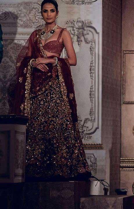 Lehenga-Trends-2019-Bikini-Style-Choli-Shyamal-Bhumika