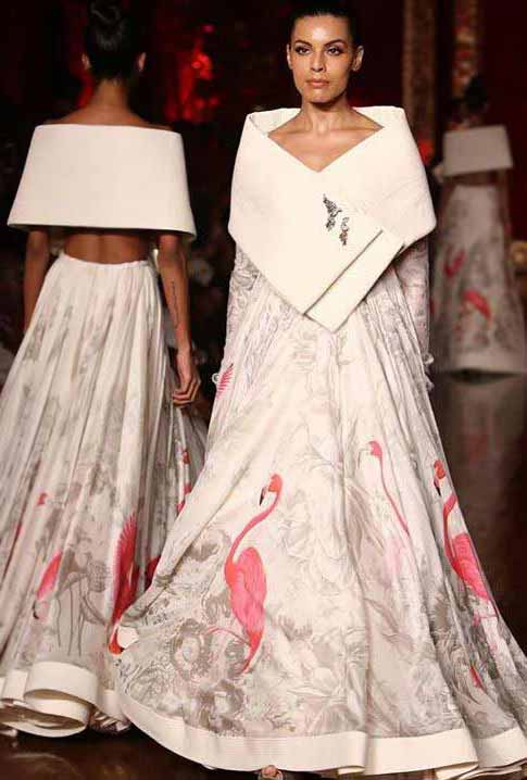 Trendy-Lehenga-Designs-2019-pre-draped dupatta Rohit-Bal