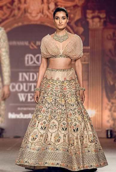 Trendy-Lehenga-Designs-2019-pre-draped dupatta Shyamal-Bhumika-9