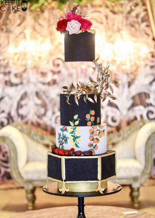 Trendy-wedding-Cake-Designs-2019-black-keepitcake