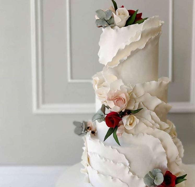 best-wedding-Cake-art-2019-ruffles-fayecahillcakedesign