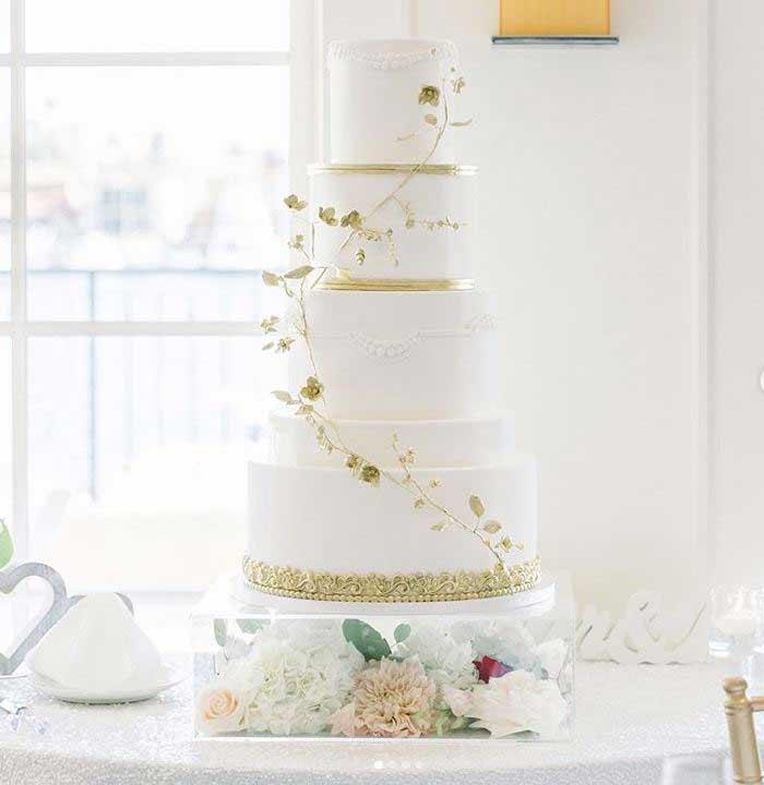 latest-wedding-Cake-trends-2019-climbers-graceandhoneycakes