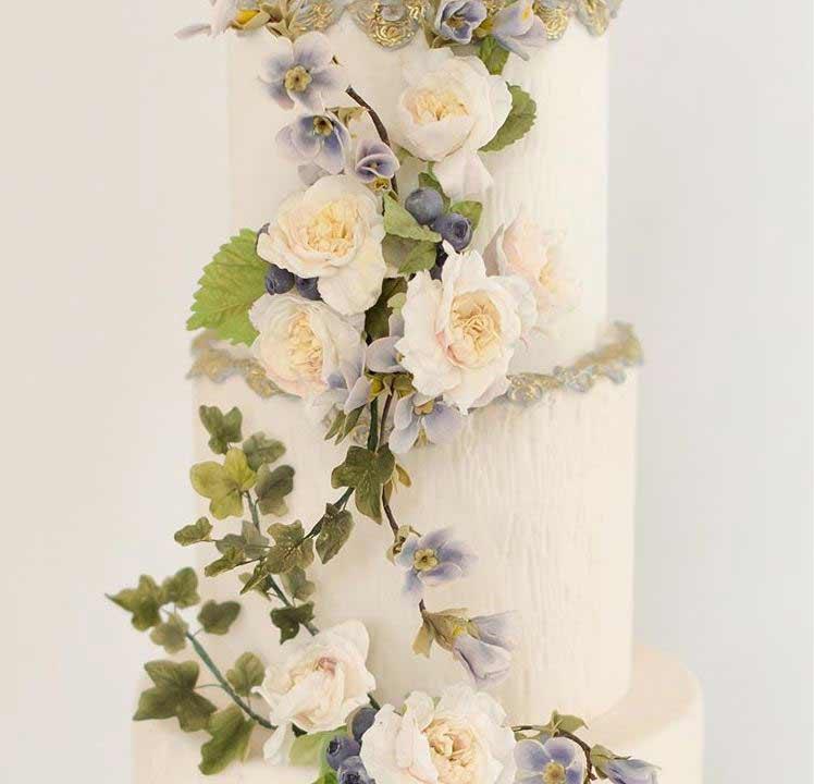 latest-wedding-Cake-trends-2019-climbers-maggieaustincake
