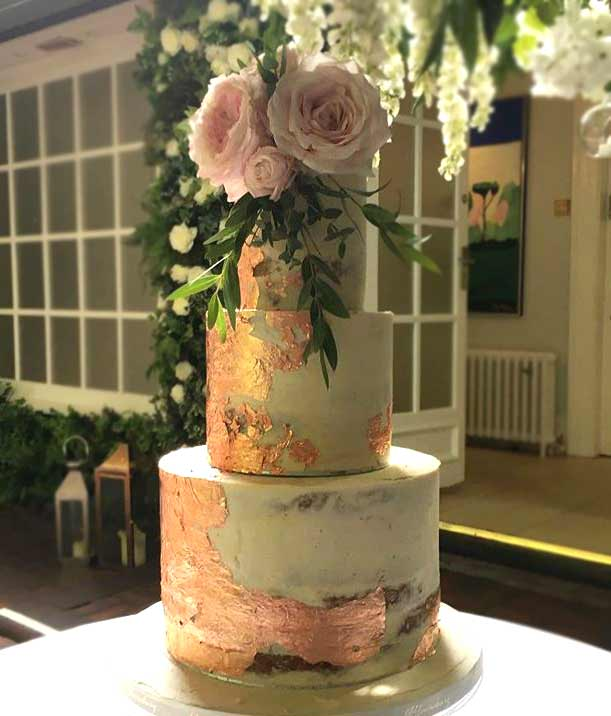 new-wedding-Cake-trends-2019-gold-specks-bloomsbury_cakes