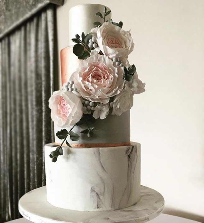 trendy-wedding-Cakes-2019-sugar-flowers-bloomsbury_cakes