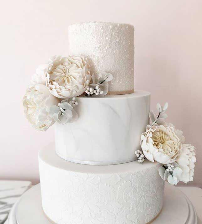 trendy-wedding-Cakes-2019-sugar-flowers-fayecahillcakedesign