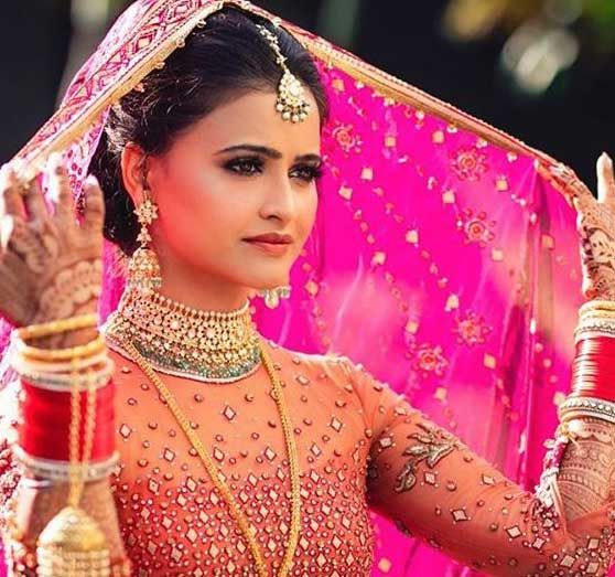 Tarun-Tahiliani Popular Indian Bridal Makeup Trends 2019 beauty