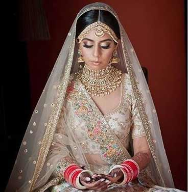 bridal makeup look 2020 weddingmetallic-eyeshadow-sabyasachi