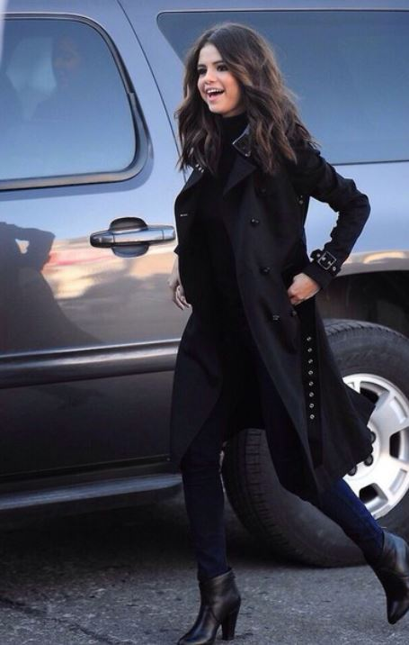 selena gomez black winter outfit