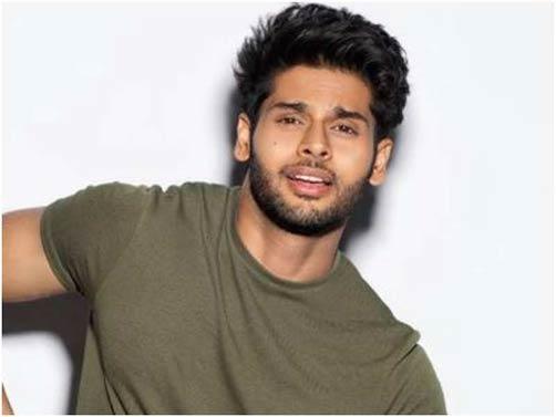 fringe-up-Abhimanyu-Dasani-best-hairstyles-of-bollywood-actors