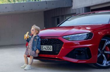Audi-RS4-Avant-Girl-Banana-Advert